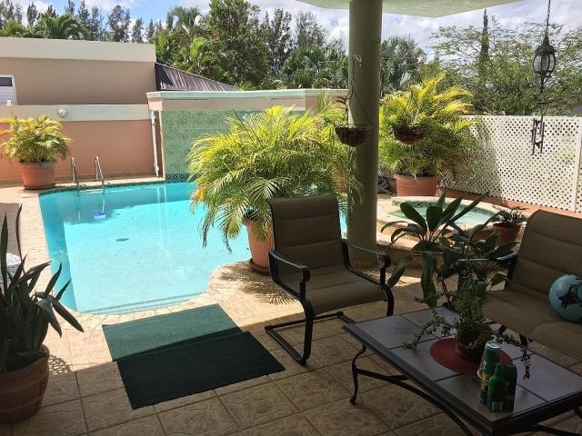 Ciudad jardin iii tiene piscina opcionada para compra for Piscina ciudad jardin sevilla