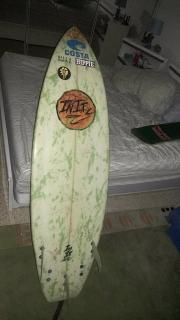 Tabla de surf 5 pies 6 pulgadas.