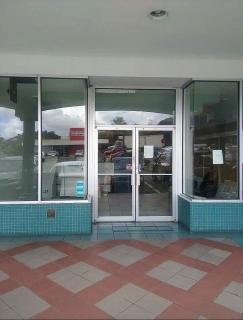 PLAZA ENCANTADA - TRUJILLO ALTO Local 1200 p/c Entre Subway y Taco Maker Excelente localizacion Información: Hector Baez 787 236-9560 Lic C 17795
