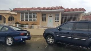 HAGA SU OFERTA!!!!  16-0307 Propiedad ubicada en Urb. Santa Isidra III, Fajardo, PR.