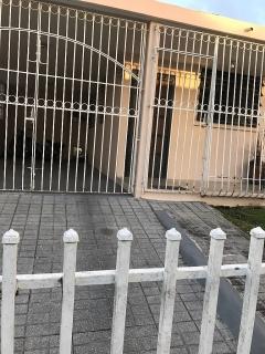 Se alquila casa en Urb. Colinas de Márquez en Vega Baja