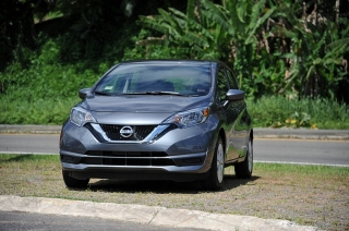 Nissan Versa Note S Plus Plateado 2017