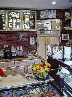 "2 Tiendas ""Fruits Bakery Coffe Shop"""