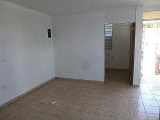 13-0037 Venta en Urb. Hoyo de los Santos, Arecibo, PR