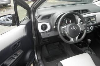 Toyota Yaris L Gris Oscuro 2014