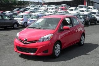 Toyota Yaris L Rojo 2014