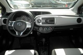 Toyota Yaris L Plateado 2014