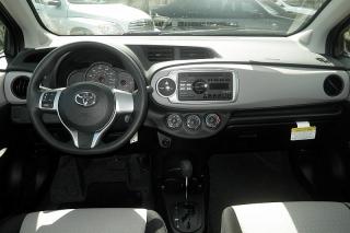 Toyota Yaris L Azul 2014