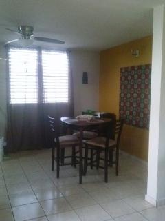 Cómoda Casa para alquiler en Urb. Paseos Reales. $625 mensuales