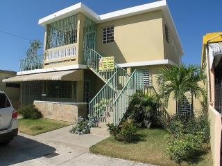Se vende Income Property Reparto Metropolitano 2 Casas y 1 Apt $159K *Negociable*