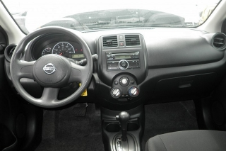 Nissan Versa S Plateado 2014