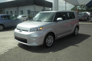 Scion Xb Plateado 2014