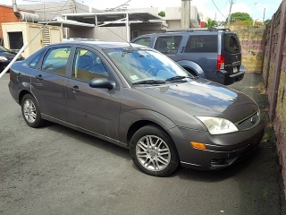 FORD FOCUS ZX4 2005