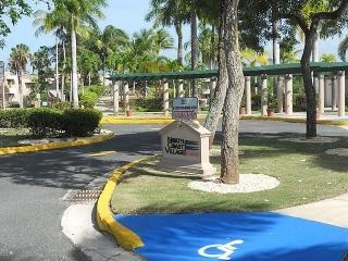 14-0213 En Cond. North Coast Village, Vega Alta, PR