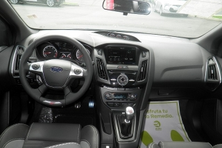 Ford Focus St Negro 2014