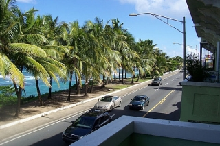 A pie a la playa y al Viejo San Juan