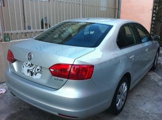 Volkswagen JETTA 2011 (NO DEALER-poco millaje) 23,900 millas (San Juan)