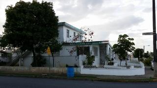 COUNTRY CLUB-CASA EN ESQUINA CON 3 UNIDADES