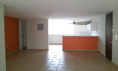 Apartamento/WalkUp en Urbanizacion-Alexis Park de 3 Cuartos y 2 Baños