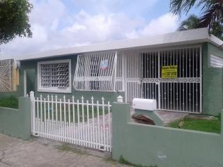 Urb. Jardines De Canovanas,  Calle 3 #E-31