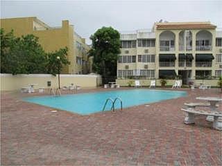 Alexis Park Walk-Up Haga Oferta, en Carolina Puerto Rico Apartamento/WalkUp en Urbanizacion-Alexis Park de 3 Cuartos y 2 Baños  Reposeido