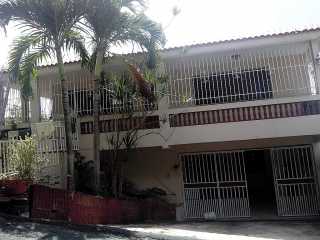 Se alquila Casa entrando por Iglesia Wanda Rolón, Toa Alta a 15 mnts Rexville Town