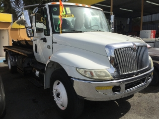 INTERNATIONAL 4300 DT466 2005