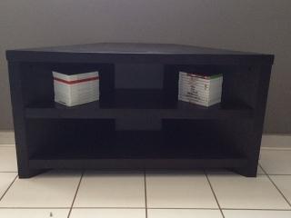 Moderna mesa para TV (West Elm)