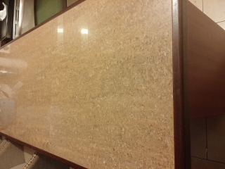 Gabinetes en Cedro con tope en loza de granito