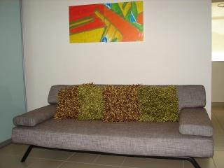 Se vende sofa cama en excelentes condiciones en tela color marrón