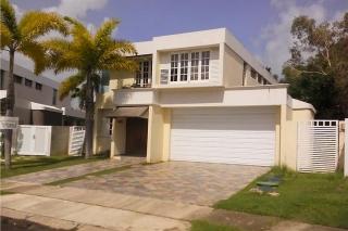 PASEO REAL / REPO / GANGA, en Dorado Puerto Rico Casa en Urbanizacion-Paseo Real de 4 Cuartos y 2 1/2 Baños