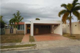 REBAJADA 3% PARA GASTOS, en Yauco Puerto Rico Casa en Urbanizacion-Hacienda Florida de 3 Cuartos y 2 Baños
