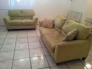 Bonito Love Seat + Sofa Cama Excelente Condiciones