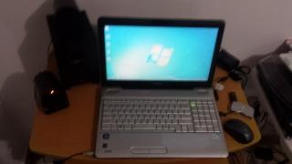 Laptop Toshiba Satellite MODELO L505-ES5018