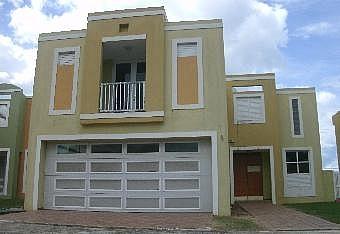 APROVECHE Y HAGA SU OFERTA HOY!, en Dorado Puerto Rico Casa en Urbanizacion-Miraflores de 4 Cuartos y 2 1/2 Baños