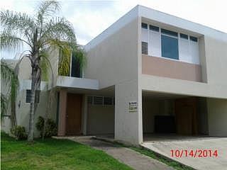 Casa en Urbanizacion-Los Eucaliptos de 4 Cuartos y 2 1/2 BañosLOS EUCALIPTOS, en Canovanas Puerto Rico