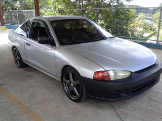 Mitsubishi mirage 2000 Gris