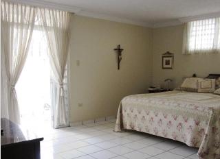 Excelente propiedad en Urb.Monte Claro-Bayamon