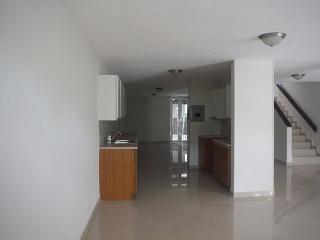 13-0352 En Urb. Prado Alto, Guaynabo, PR