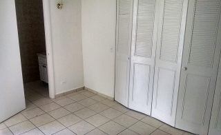 Apartamento de un cuarto en Villa Carolina