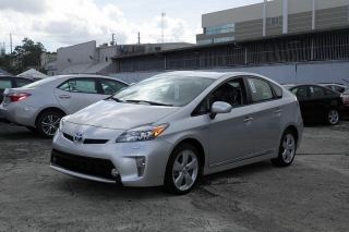 Toyota Prius Five Gris Oscuro 2015