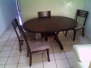 Juego de sala con mesa de centro y jarrones/comedor expandible
