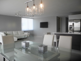 Remodeled Apartment @ Beach Front Building!