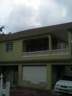 Se alquila casa en segundo nivel. remodelada, Golden Hills