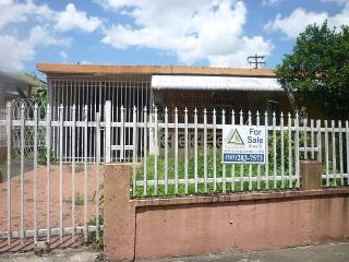 14-0222 En Urb. Lomas Verdes, Bayamon, PR