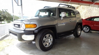 Toyota Fj Cruiser 4dr 2wd At Gris 2010