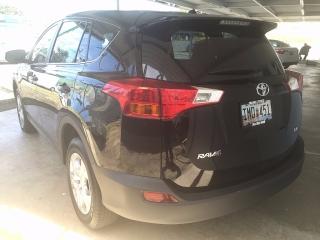 Toyota RAV4 2013,con solo 3,823 millas.
