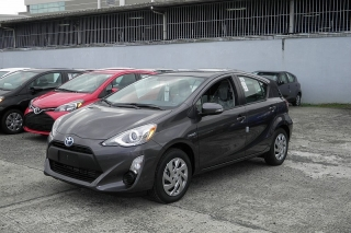 Toyota Prius C Three Gris Oscuro 2015
