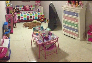 Juegos de cuarto para niñas, incluyen matres como nuevos.