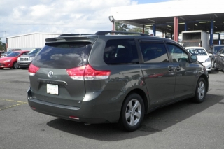 Toyota Sienna Le Gris 2011